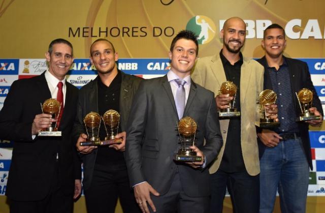 José Neto, Alex García, Davi Rosetto, Marquinhos y Hettsheimeir (Foto: João Pires/LNB)