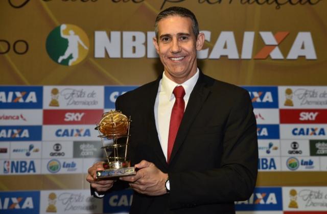 José Neto, mejor entrenador (Foto: João Pires/LNB)