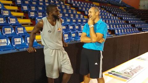 Keyron Sheard y Curro Segura (Foto: Pantalla Deportiva)