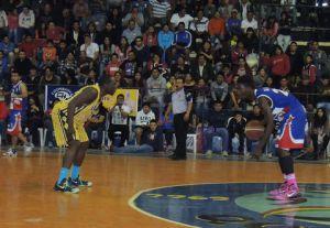 Lance del partido entre Peñarol de Quillacollo y La Salle de Tarija