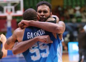 Trevor Gaskins y Tony Bishop (Foto: FIBA)