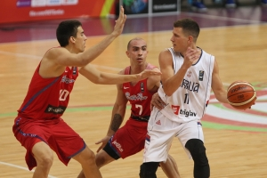 Jorge Bryan Díaz, Carlos Arroyo y Nemanja Nedovic (Foto: FIBA)