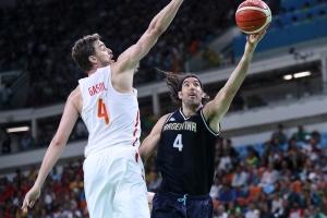 Pau Gasol y Luis Scola (Foto: FIBA)