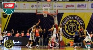 Primer partido entre Fuerza Regia y Soles (Foto: LNBP)