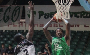 Justin Williams y Roquez Johnson (Foto: LNB Contenidos)