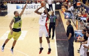 Jonathan Rodríguez y John Flowers (Foto: FIBA)