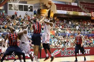 Marcos Mata y Hakim Warrick (Foto: FIBA)